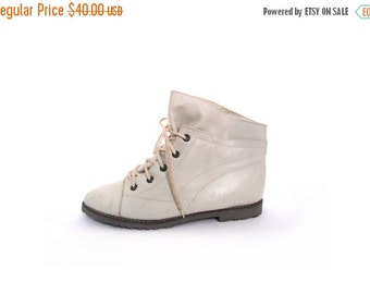BTS SALE Vintage 80s Creamy White Leather Lace Up Granny Ankle Booties 8 pixie indie preppy boho retro hipster grunge goth lolita vestiestea