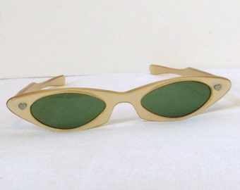 Retro Cat Eyed Sunglasses..Ladies Gold Pearlized Sunglasses..1950's Cat Eyes with Heart Accents