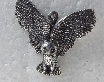 Barn Owl in Flight Pewter Pendant