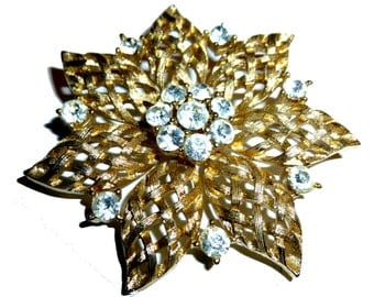 Brilliant Star Brooch! Gorgeous Vintage Lisner Huge Radiant Star Pin. Beautiful Details.