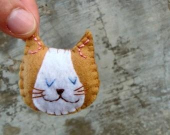 Camel brooch in synthetic felt gift for vegans. Stuffed cat pin in beige handmade brooch in beige