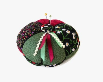 Pin Cushion - Green Black Red Pincushion - Needle Holder - Sewing Accessory - Needlecrafting - Sewing Pin Holder