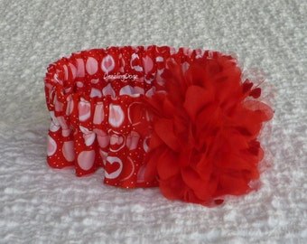 "Hearts and Circles Dog Scrunchie Collar with red heart flower - L: 16"" to 18"" neck"
