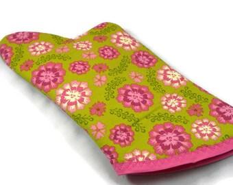 Flower Oven Mitt/ Home Decor/ Kitchen Decor/ Housewarming Gift/ Birthday Gift/ Gift for Nerds/ Hostess Gift/ Fun Gift/ Christmas Gift