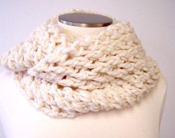 Cream Chunky Knit Infinity Scarf, Ecru White Knit Circle Scarf, Winter White Scarf, Loop Scarf, Chunky Cowl, Thick Knit Infinity Scarf