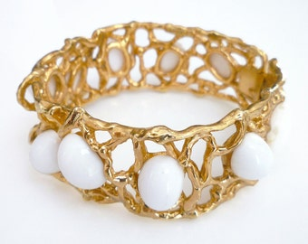Napier Bangle Bracelet Coral Reef Gold Plated White Lucite 1970s Runway Chunky Vintage Jewelry