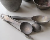ON RESERVE Vintage Measurement set of EKCO metal measuring cups and measuring spoons 40s