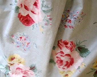 RALPH LAUREN QUEEN Bedskirt  floral vintage pattern Ralph Lauren Floral Country Cottage pale blue with pink flowers