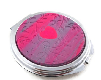Pink compact mirror with heart and vine textures