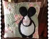 Primitive Vintage Easter Black & White Bunny Quilted Pillow Vintage Hare HaFair OFG CIJ, TeamVintageUSA, HDM