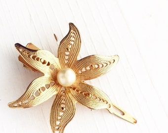 Vintage Gold Flower Hair Clip / Wedding Bridal Party Bride Faux Pearl / Filigree Bridesmaids Brooch Bouquet Dress Scarf Clip Rustic Floral