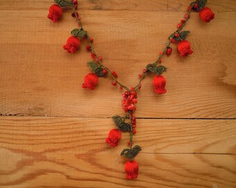 crochet tulip necklace, red flower