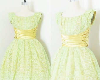Vintage 1950's Lime Green Lace Party Dress / 50's Cupcake Bombshell Bridesmaid Tulle Frilly Prom Dress / Size Small