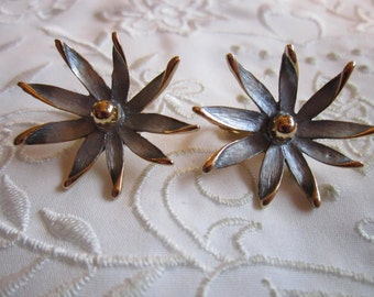 Vintage Gold Tone Ice Blue Flower Shaped Clip On Earrings