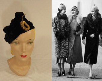 Oh We Girls Giggle - Vintage 1930s Black Silk Velvet Slouch Calot w/Muted Gold Deco Spring Detail