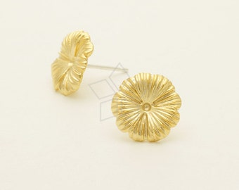 SI-736-MG / 2 Pcs - Tiny Dandelion Flower Studs Earrings, Matte Gold Plated over Brass / 12mm