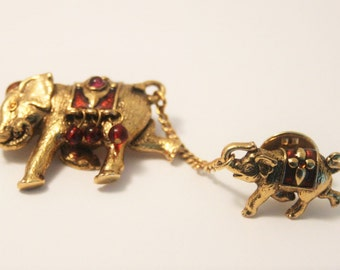 Vintage elephant brooch.  2 elephants brooch.  Mother and baby elephant brooch