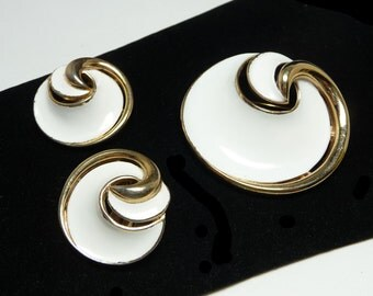 Crown Trifari Mod White Brooch & Earring Set - Enamel Demi Parure - Designer Signed