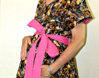 SALE - LINED Large Huntress Maternity Hospital Gown - RealTree Camo  - Lined in Hot Pink with a Hot Pink Sash- by Mommy Moxie on Etsy