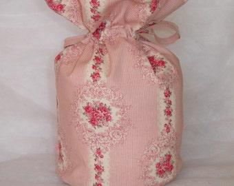 Pochon style Shabby réalisé en tissu fleuri et fines rayures roses