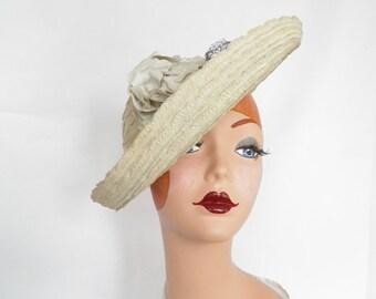 Vintage tilt hat, 1940s ivory, upturned brim