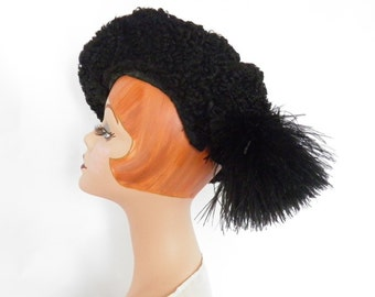 Vintage 1930s hat, black tilt lambswool with feathers. Antique Goth hat