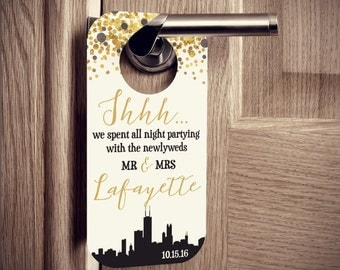 Wedding Door Hangers with Chicago Skyline and Glitter Confetti - Weddings or Parties - Set of 10 Custom Door Tags for Hotel Guests