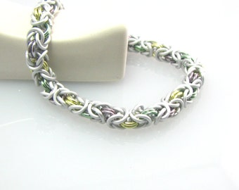 Cara Chainmaille Bracelet in Pale Citrus