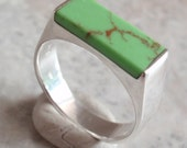 Faux Gaspeite Ring Green Size 9 Rectangle Sterling Silver Vintage V0294