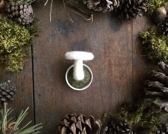 Wool mushroom magnet, White, felted mushroom magnet in an upcycled lid, mushroom hunter gift, woodland home decor, mushroom fridge magnet