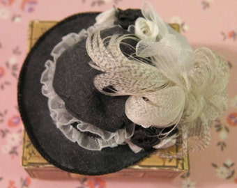 Dollhouse Miniature, Hat, Chapeaux, 12th Scale, New