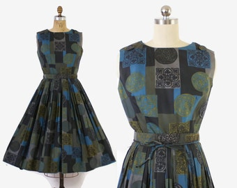 Vintage 50s SUN DRESS / 50s Crest Print Full Skirt Sleeveless Cotton Rockabilly Sun Dress S