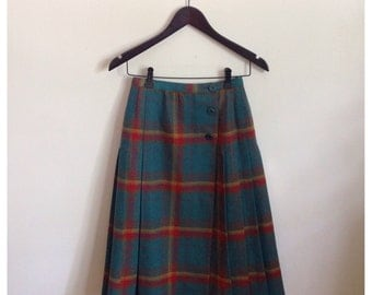 Vintage mid length highwaisted pleated tartan skirt kilt