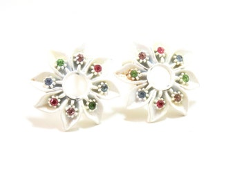 60s Floral Earrings- White Clip Earrings- Rhinestone Earrings- Spring Clips- 1960s Fashion- Daisy Earrings- Flower Earrings- Hippie Style