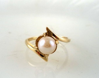 Estate 10K Pearl Ring