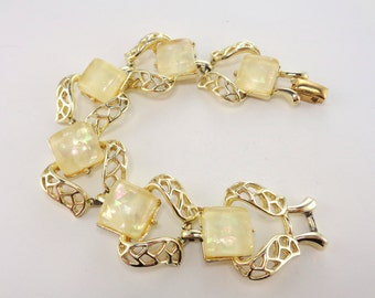 Vintage Signed Coro Cream Lucite Moon Glow Confetti Style Gold Tone Bracelet