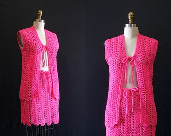 THINK PINK Vintage 60s Vest and Skirt | 1960's Open Scallop Open Knit Crochet Top & Mini Skirt Set | Hippie, Boho, Mod, Scooter | Sz Medium