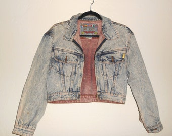 Vintage 1990s JORDACHE NO EXIT white wash cropped zip-up denim jacket / coat, size Small