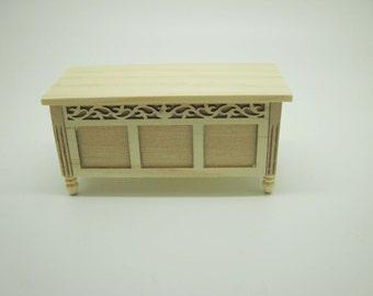 Miniature dollhouse trunk unpainted code VMJ3022