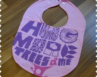 Free Hugs, Cute Baby Girl Baby Bib, Recycled T-Shirt Baby Bib, Baby Girl Gift, Cute Bib, Baby Fashion, Cute Saying, Earth Day