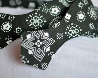 Black & White Bandana Print Bow Tie