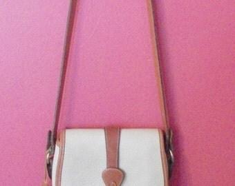 vintage Dooney & Bourke classic  shoulder  BAG......