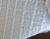 White Chenille Bedspread, Twin Chenille Bedspread - Excellent Condition