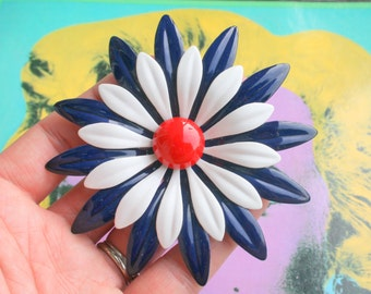 Vintage RED WHITE and BLUE Enamel Flower Brooch...groovy. retro. flower. 1970s. classic. blue flower. daisy. costume jewelry. vintage brooch