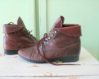 Vintage INDIE Designer Boots...size 5 6 womens....brown leather. designer vintage. leather boots. ankle boots. mod. brown boots. hipster
