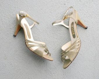 SALE/// Vintage GREEN LEATHER Heels....size 7 heels...shoes. pumps. designer. glam. wedding. party. classic. fancy. sling backs. 1960s glam