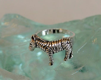 Vintage Sterling Silver 925 Wildlife Animal Zebra Ring.. Cute! Size 8.25 (#28)