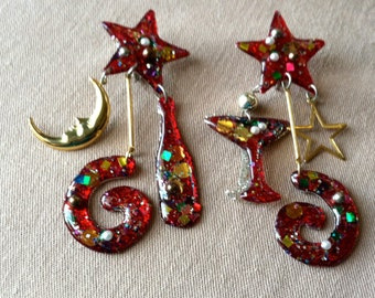 "Vintage 60's  ""PARTY CLIP ON"" Dangles / Earrings with Happy New Years Charms in a Sparkle Plenty Design"