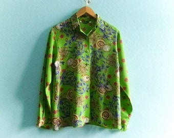 Vintage green blouse top shirt / bright / bold / multicolor / paisley floral clock print / button up / collar / slouchy / medium