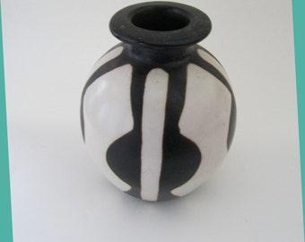 Chulucanas Peru Pottery Vase signed by artist Franklin Lozado Art Pottery Handmade Peruvian  -FL